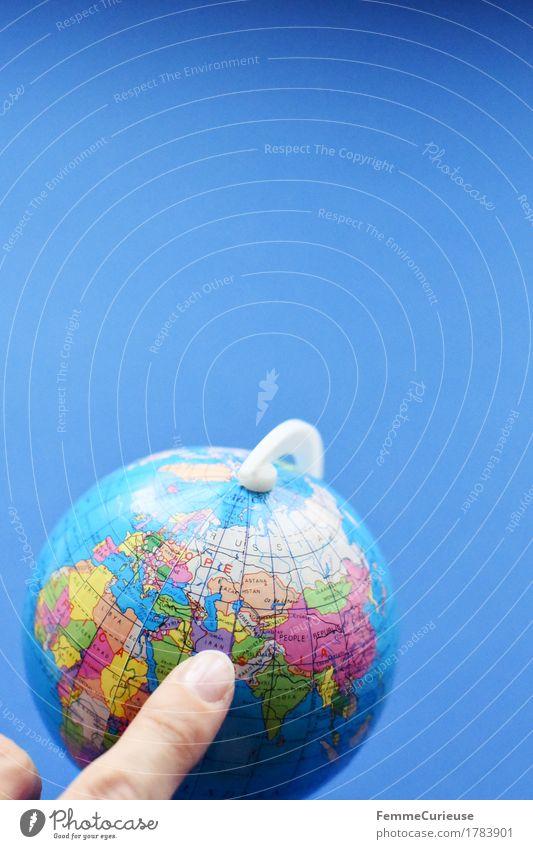 Globus_1783901 Kugel Ferien & Urlaub & Reisen Iran Naher und Mittlerer Osten Weltreise entdecken Erde zeigen Finger Hintergrund neutral blau Fernweh