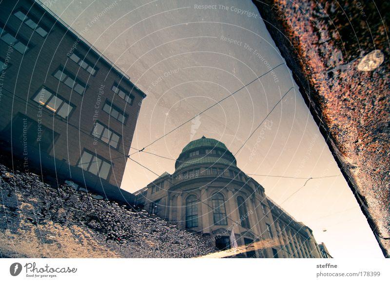 R.E.F.L.E.C.T. Wasser Stadt schön rot gelb Architektur Stein Gebäude Bankgebäude Hauptstadt Pfütze Altstadt Bürogebäude Computerspiel Cross Processing Oslo