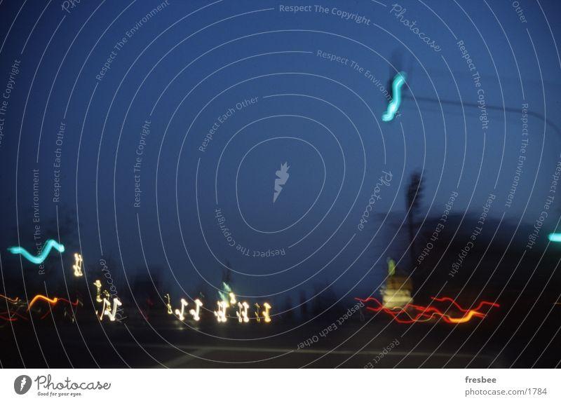 ampel Nacht Ampel blau Dämmerung Stadt Straße Licht Bewegung im auto Mischung