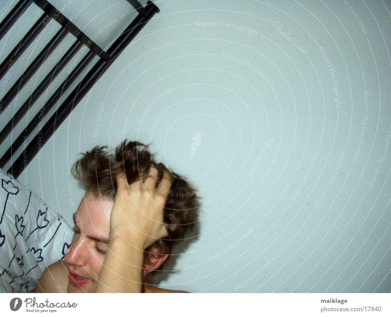 morning glory Mann Bett Müdigkeit aufstehen Kopfschmerzen