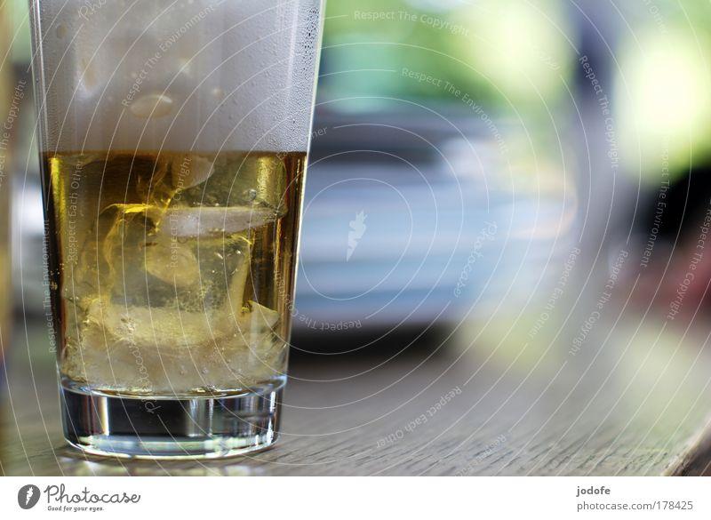 to have a drink weiß Sommer gelb kalt Stimmung Glas Lifestyle frisch Getränk trinken Bar Bier Restaurant Geschirr Dienstleistungsgewerbe