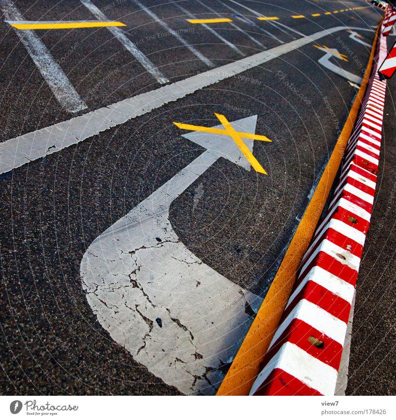 Nicht rot gelb Straße Stein Wege & Pfade Linie Schilder & Markierungen Beton Verkehr Perspektive modern Ordnung Güterverkehr & Logistik Kommunizieren einfach Wandel & Veränderung