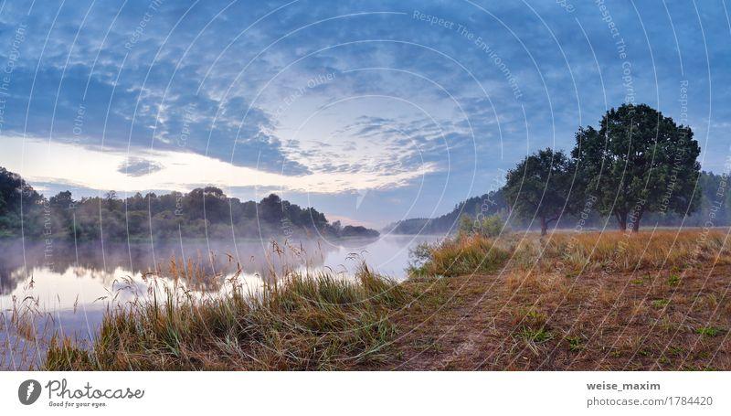Nebeliger Fluss am Herbstmorgen Himmel Natur Ferien & Urlaub & Reisen Sommer grün Wasser weiß Baum Landschaft Wolken Strand Wald Gras Sport See
