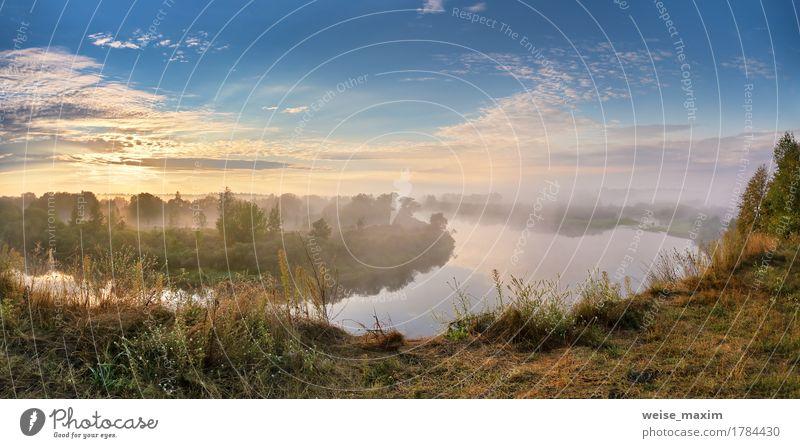 Nebeliger Fluss am Herbstmorgen Himmel Natur Ferien & Urlaub & Reisen Sommer grün weiß Baum Landschaft Wolken Strand Wald Gras Sport Freiheit See