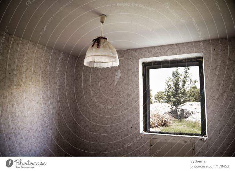 Hängen gelassen ruhig Einsamkeit Lampe Leben Gefühle Fenster träumen Traurigkeit Raum Wohnung Zeit Perspektive ästhetisch Zukunft Ende Wandel & Veränderung
