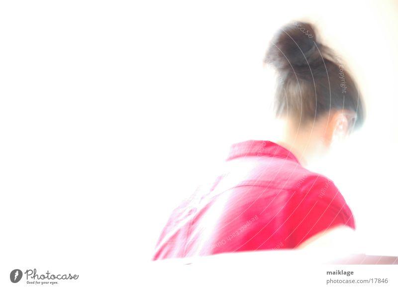 franziska rot/weiß II Zopf Unschärfe Licht Oberkörper Frau hell Kopf Rücken