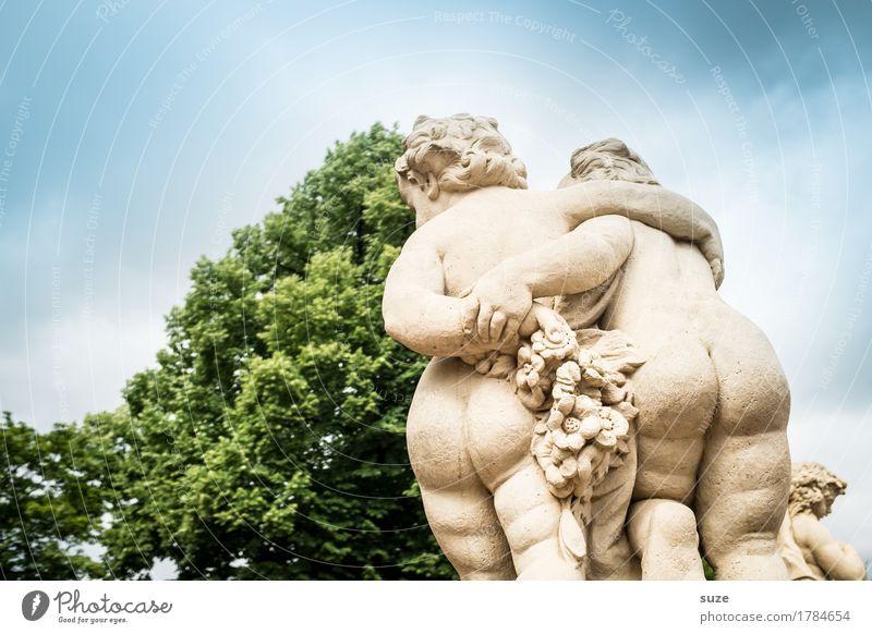 Poesie Tourismus Städtereise Paar Gesäß Skulptur Kultur Himmel Architektur Sehenswürdigkeit Wahrzeichen Denkmal Engel historisch blau Gefühle Glück Sympathie