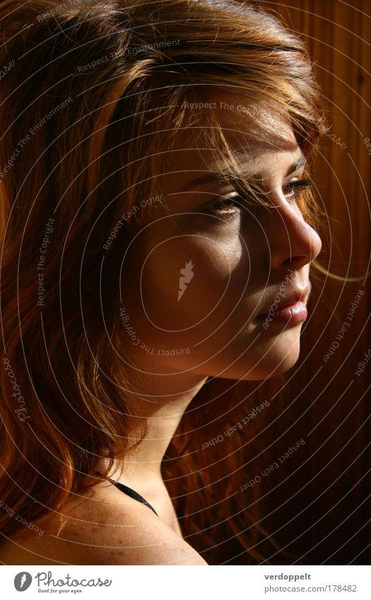Frau Mensch Jugendliche schön Gesicht Erwachsene feminin Kopf Haare & Frisuren Wärme Denken träumen Stimmung Haut natürlich leuchten