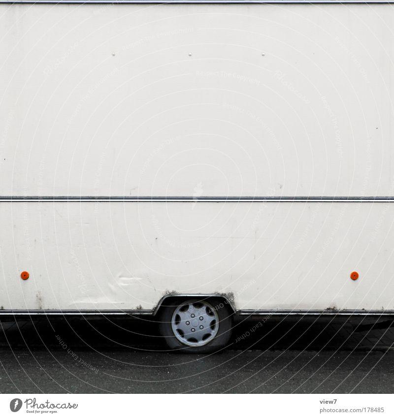 Döner alt Einsamkeit Ferne Straße Stein Linie Metall dreckig Armut elegant Verkehr Ordnung retro trist kaputt einfach