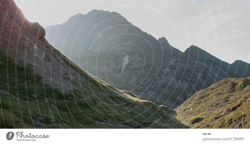 Morgenstimmung am Mädelejoch Natur Sommer Ferien & Urlaub & Reisen Einsamkeit Zufriedenheit ästhetisch rein Alpen Sehnsucht Neugier Gipfel Urelemente Schönes Wetter Fernweh gigantisch