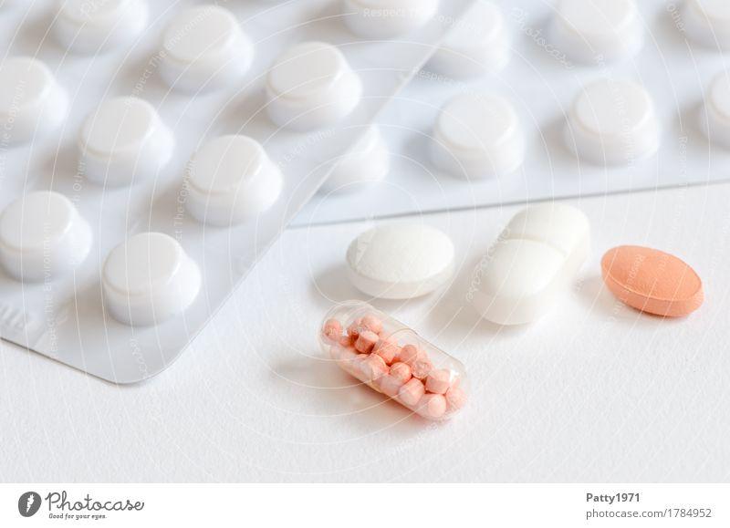 Tabletten Gesundheit Medikament Gesundheitswesen Pharmazie Verpackung Blister rund Sauberkeit rosa weiß Schmerz Drogensucht Farbfoto Nahaufnahme Detailaufnahme