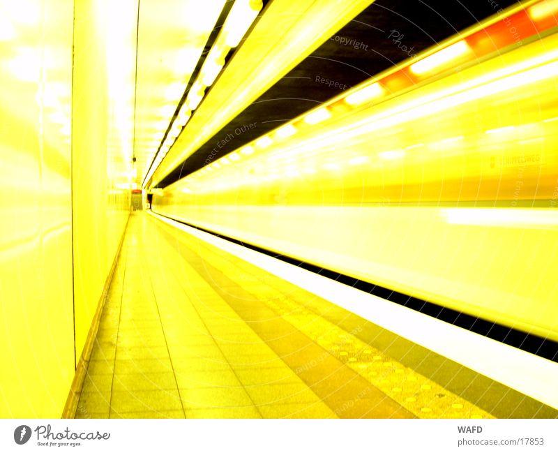 DayTrain Verkehr Eisenbahn Geschwindigkeit Station Tunnel U-Bahn Bahnsteig Untergrund