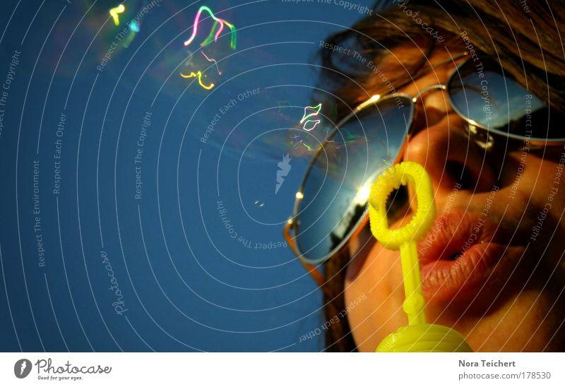 Electric Feel. Mensch Jugendliche Wasser blau Freude Gesicht Erwachsene gelb Leben Kopf Haare & Frisuren Stimmung Mund Nase Abenteuer ästhetisch