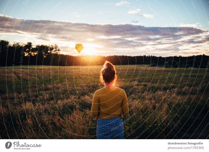 Abendlicht am Horizont. Wohlgefühl Zufriedenheit Sinnesorgane Erholung ruhig Ferien & Urlaub & Reisen Tourismus Ferne Freiheit feminin Frau Erwachsene genießen
