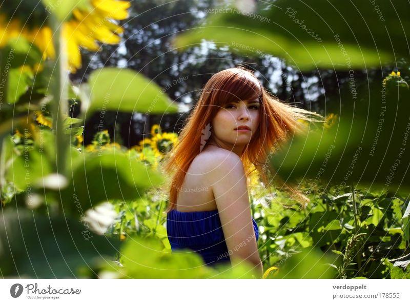 ah Natur Jugendliche Pflanze schön Sommer Junge Frau Blume Leben Blüte Bewegung feminin Lifestyle Haare & Frisuren Freiheit hell leuchten