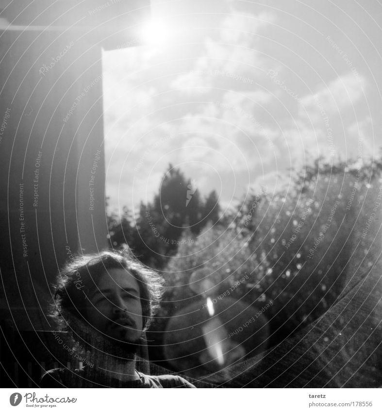 Träumerei Schwarzweißfoto Außenaufnahme Nahaufnahme Textfreiraum oben Tag Licht Reflexion & Spiegelung Lichterscheinung Sonnenlicht Gegenlicht