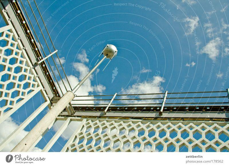 Fassade von innen Himmel Sommer Wolken Berlin Weltall Textfreiraum Hauptstadt Szene Moskau Russland Satellit Astronomie Karl-Marx-Allee Sputnik