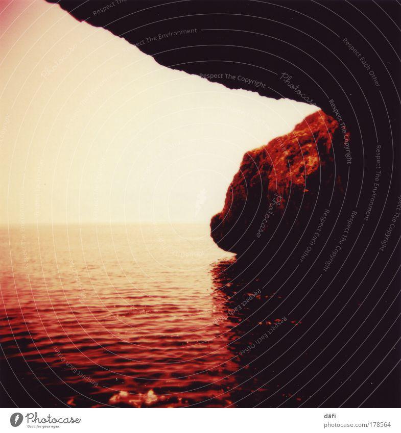 Where I End and You Begin Natur Wasser Himmel Meer Stimmung Küste Felsen Erde Höhle Holga Lomografie Wolkenloser Himmel