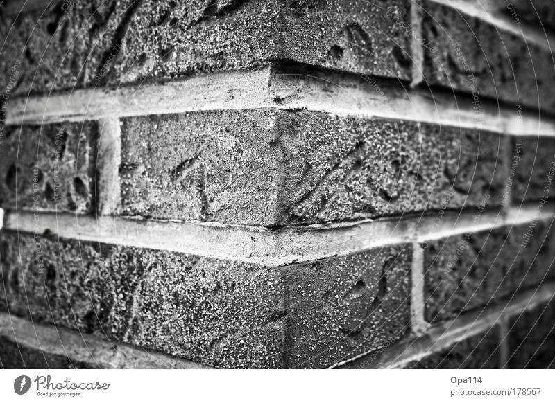 Um die Ecke denken ;-) weiß Haus schwarz Wand Stein Mauer Gebäude Denken Architektur planen Fassade Netzwerk stehen Häusliches Leben fest