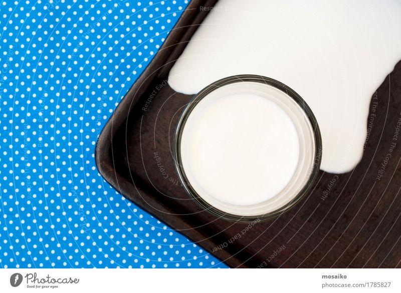 Milch Lebensmittel Ernährung Frühstück Getränk Design Kunst blau braun weiß sparsam überschüssig fließen verschütten Milcherzeugnisse Agrarprodukt Wirtschaft