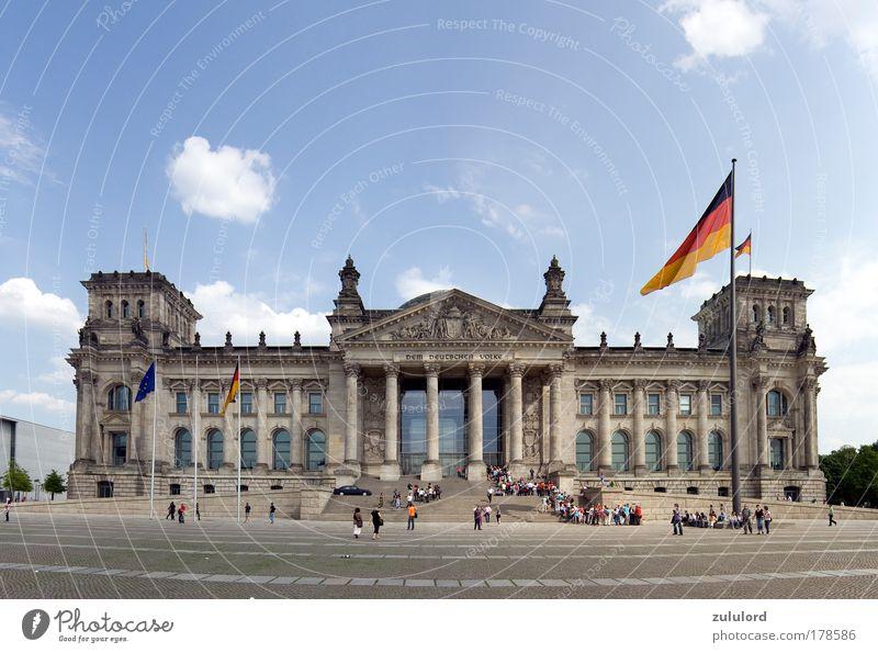 reichstag 1 Farbfoto Außenaufnahme Tag Zentralperspektive Panorama (Aussicht) Weitwinkel Sightseeing Deutscher Bundestag historisch Politik & Staat architektur