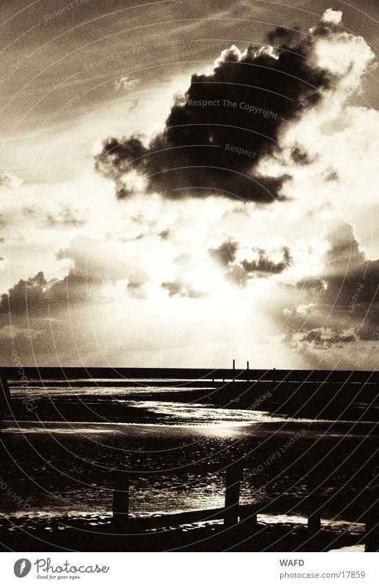 Sehnsucht Meer Flut Wolken Sonnenuntergang St. Peter-Ording Sonnenstrahlen Herbst Strand Horizont Reflexion & Spiegelung Licht Gegenlicht Nordsee gestört