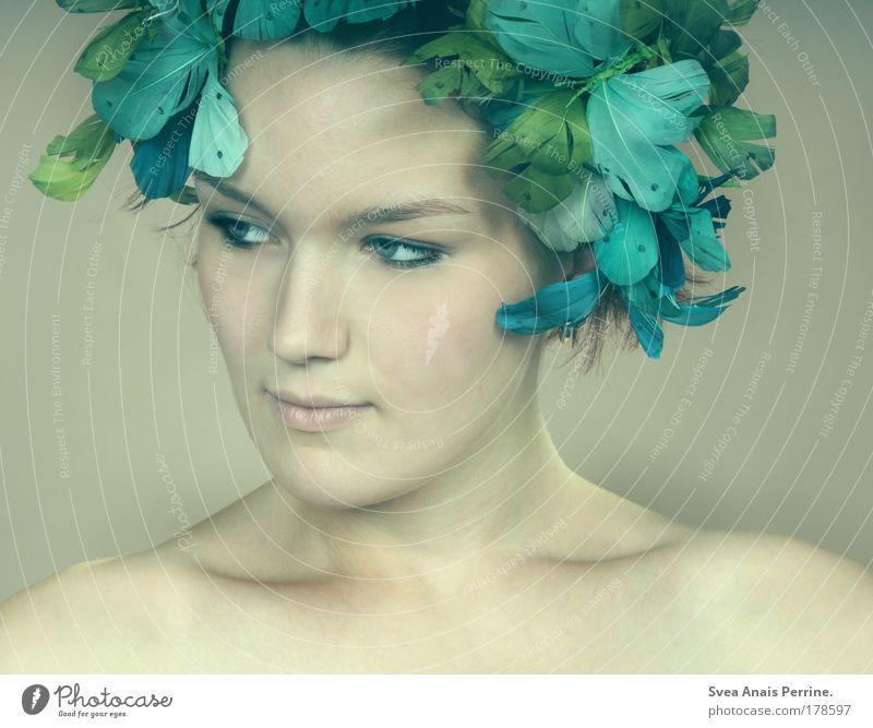was nützt die liebe in gedanken? Mensch Jugendliche blau schön Blume Erwachsene Gesicht Auge feminin Gefühle Stil Mode hell Stimmung Junge Frau natürlich
