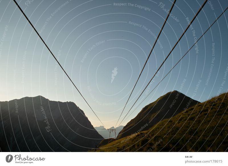 Pioniergeist! Natur blau Sommer Ferien & Urlaub & Reisen Einsamkeit Berge u. Gebirge Kraft Horizont Perspektive Güterverkehr & Logistik Tourismus Alpen