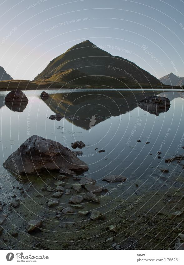 Seekogel am unteren Seewisee Farbfoto Außenaufnahme Menschenleer Abend Dämmerung Kontrast Wolkenloser Himmel Sonnenaufgang Sonnenuntergang Sommer Alpen