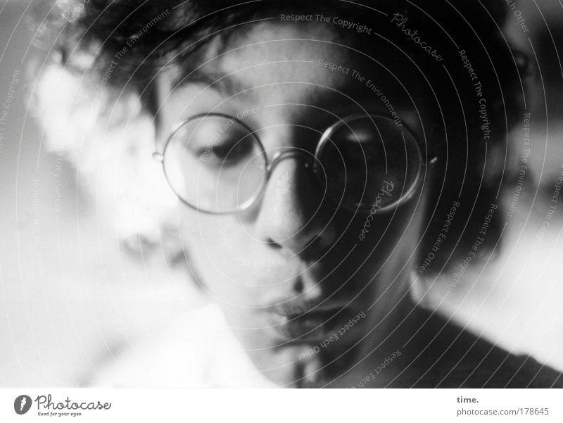 Vordiplomand Mann Haare & Frisuren Mund maskulin Brille Lippen beobachten erstaunt staunen