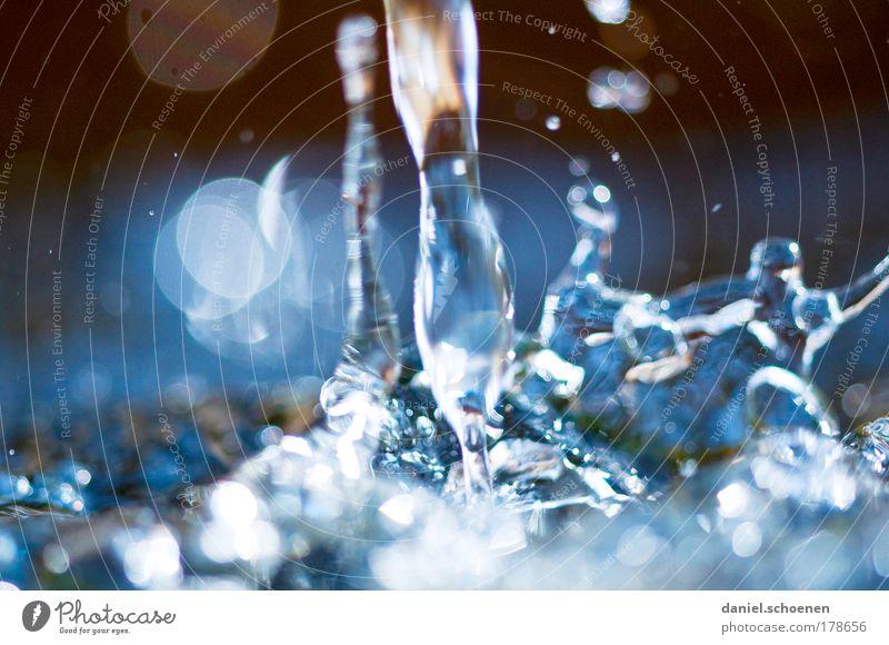 alles fließt Wasser blau Bewegung Wassertropfen Makroaufnahme rein Flüssigkeit Urelemente bizarr Wasserfall