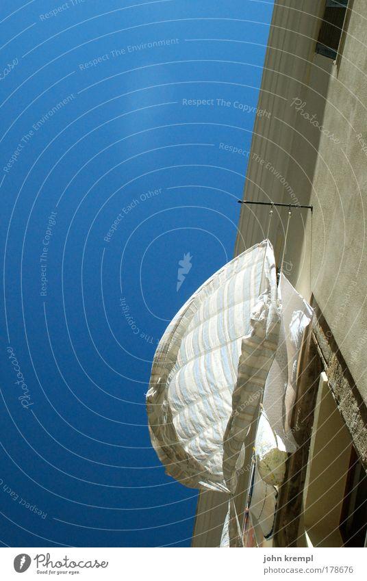 mission impossible weiß blau Wand Bewegung Glück Mauer Gebäude Architektur Fröhlichkeit Romantik Sauberkeit Häusliches Leben Sehnsucht Freundlichkeit Bauwerk