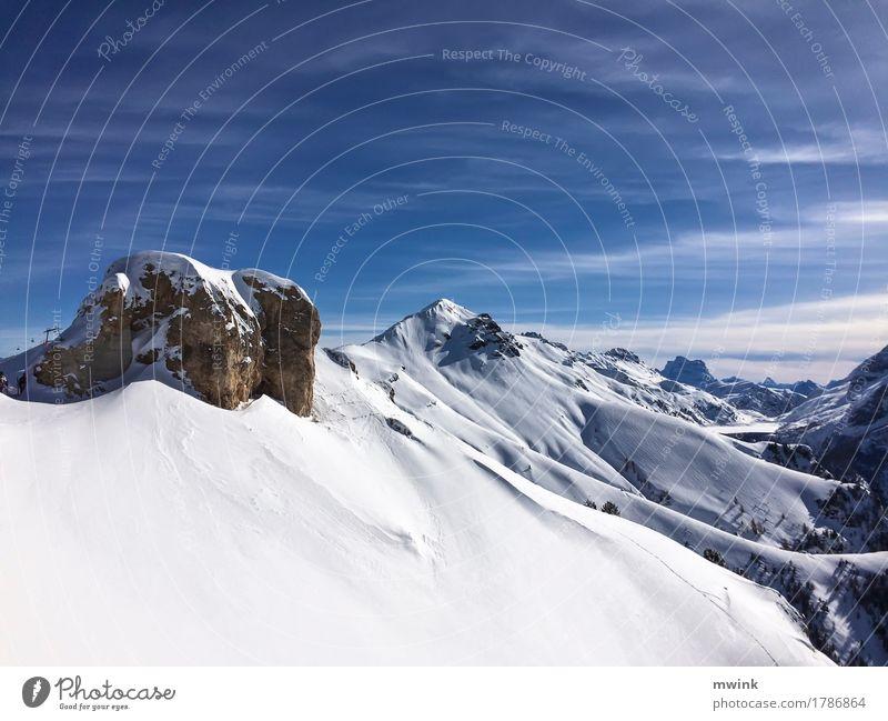 Mountain chain Winter Schnee Natur Landschaft Wolken Sonnenlicht Berge u. Gebirge Schneebedeckte Gipfel Ferien & Urlaub & Reisen alt Unendlichkeit blau weiß
