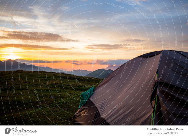 Camping Umwelt Natur Landschaft blau gelb gold grau grün orange Zelt T-Shirt Berge u. Gebirge Aussicht schlafen Wolken Sonnenuntergang Stimmung Schweiz Farbfoto