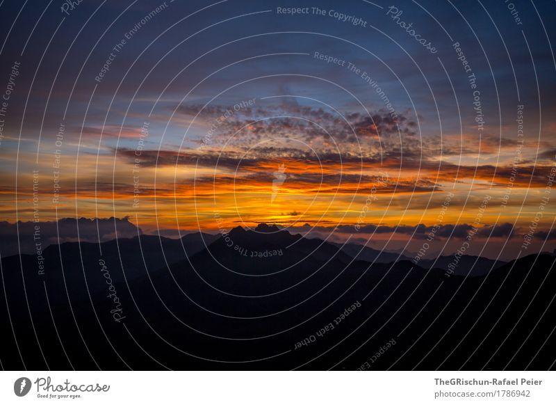 Stimmung Umwelt Natur Landschaft blau orange rot schwarz Sonnenuntergang Wolken brennender himmel Bergkette Panorama (Aussicht) Romantik Silhouette Alpen