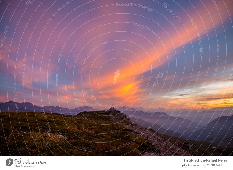 Abendstimmung Umwelt Natur Landschaft blau gelb gold orange rosa schwarz Berge u. Gebirge Gipfel Wolken Abenddämmerung Ferne Stimmung schön majestätisch Alpen