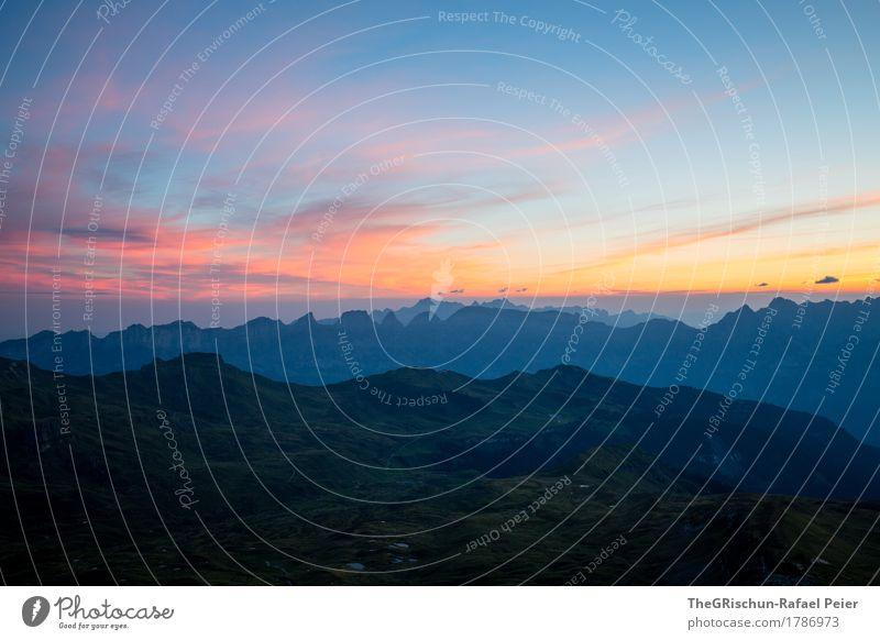 Morgenstimmung Umwelt Natur blau orange rosa schwarz aufstehen Aussicht Schweiz Berge u. Gebirge Alpen Stimmung aufwachen Wolken Morgendämmerung Bergkette