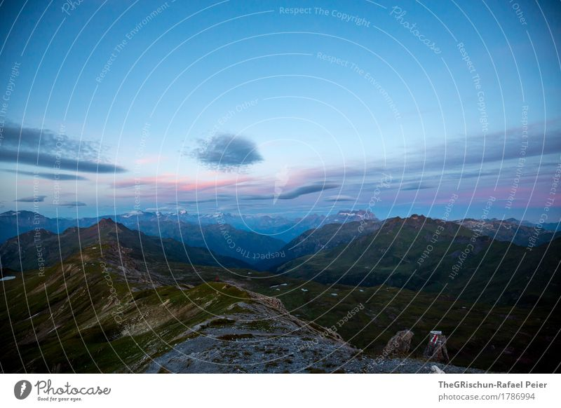 Aussicht Umwelt Natur Landschaft blau braun grau grün rosa schwarz Berge u. Gebirge Wolken Morgen aufwachen Schweiz Bergkamm Bergkette Felsen Alpen