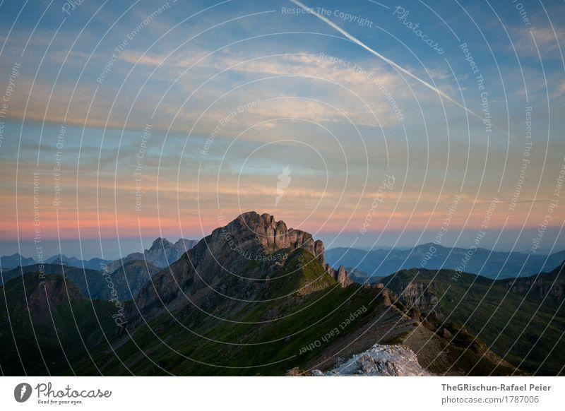 Morgenstimmung Umwelt Natur Landschaft blau violett orange schwarz Flugzeug Wolken Berge u. Gebirge Felsen Bergkamm Aussicht Panorama (Aussicht) aufwachen