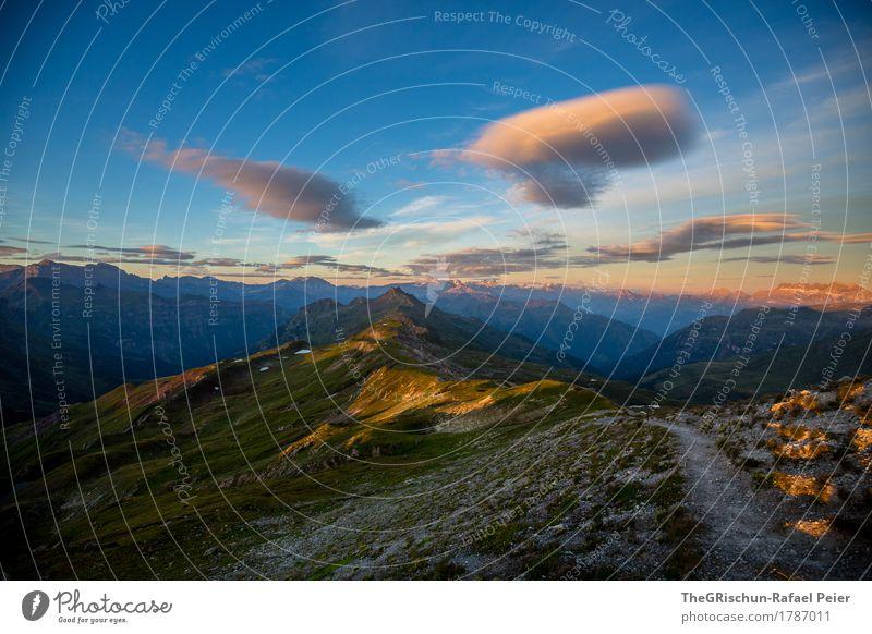 Weg Umwelt Natur blau gold grau grün orange schwarz Himmel Berge u. Gebirge Wege & Pfade Stein Felsen Bergkamm Bergkette Aussicht Panorama (Aussicht) Wolken