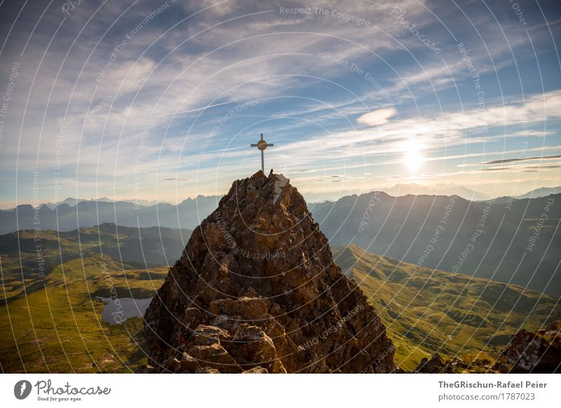 Gipfelkreuz - Spitzmeilen Natur blau grün weiß Landschaft Wolken Ferne Berge u. Gebirge Umwelt Wiese grau Felsen Aussicht hoch Gipfel Alpen