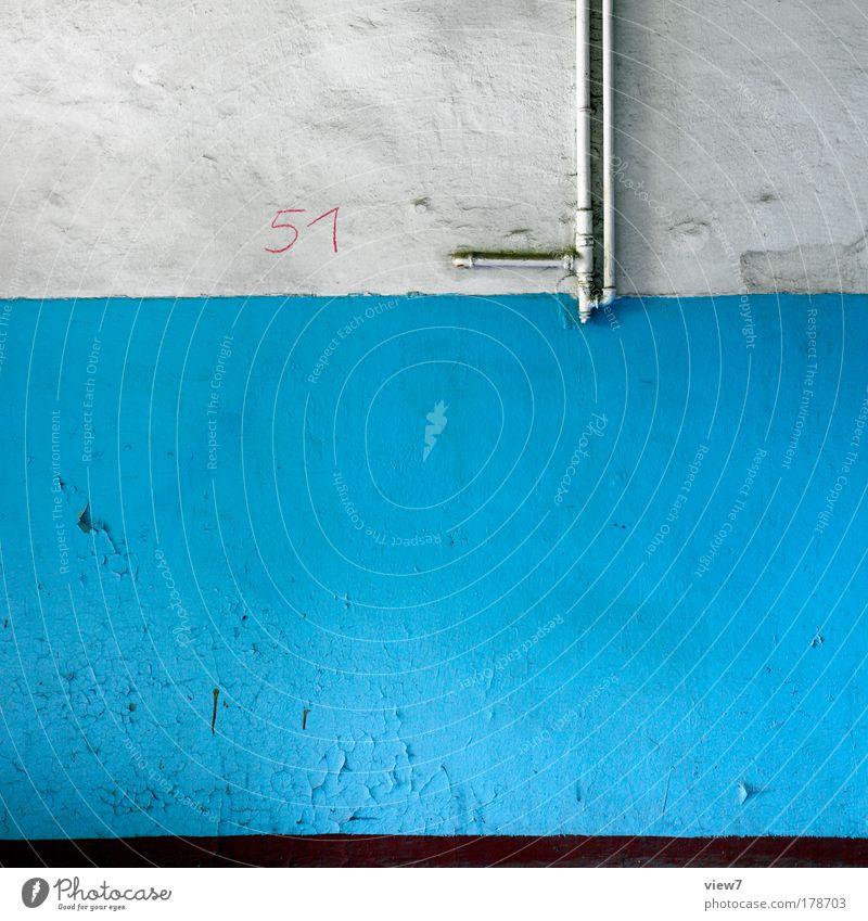einundfünfzig alt blau Haus Farbe Wand Stein Mauer Linie dreckig Wohnung Zeit verrückt Fassade ästhetisch retro trist