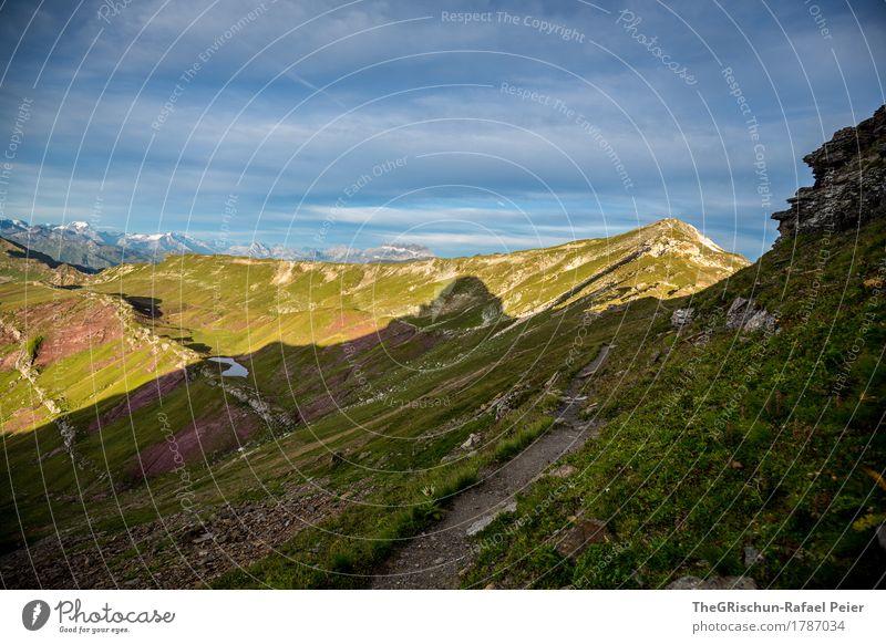 Silhouette II Umwelt Natur Landschaft blau grün schwarz Schatten Strukturen & Formen Gras Wiese Weide Wege & Pfade spitzmeilen Bergkamm Berge u. Gebirge wandern