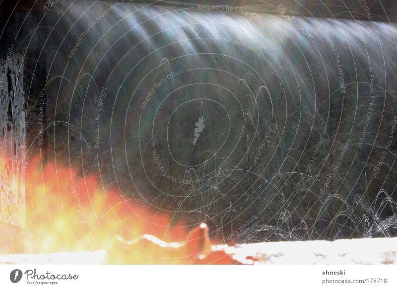 Feuerwasser Wasser Freude Wassertropfen heiß Brunnen Flüssigkeit leuchten Urelemente Wasserfall abstrakt Wasserspritzer