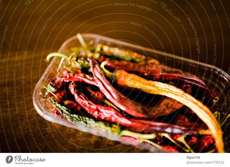 Scharf grün rot schwarz Ernährung gelb braun Lebensmittel gold fest trocken exotisch Gemüse Chili dehydrieren