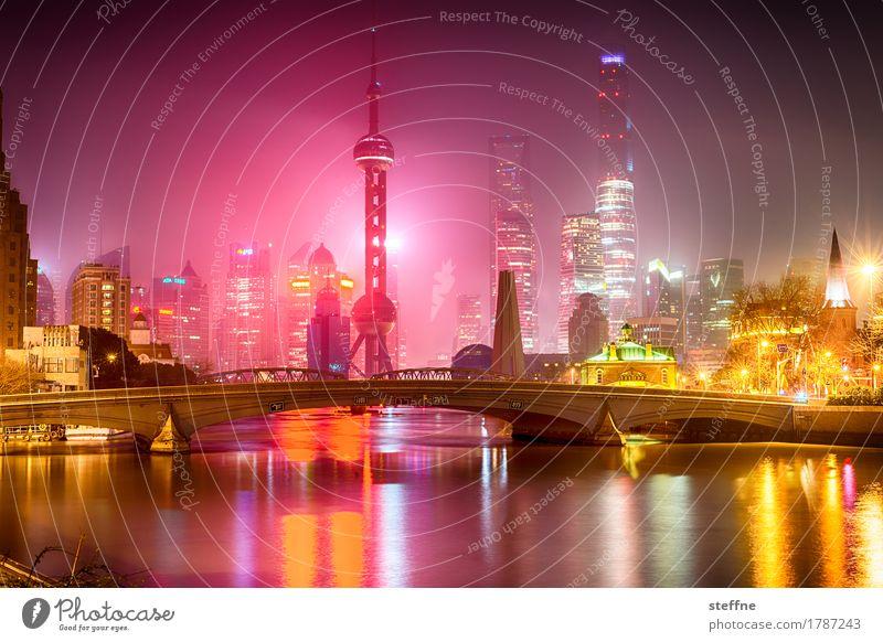 FROHES NEUES! Shanghai Skyline Hochhaus Stadt China Feuerwerk Reflexion & Spiegelung Farbfoto mehrfarbig Außenaufnahme Menschenleer Textfreiraum unten Nacht