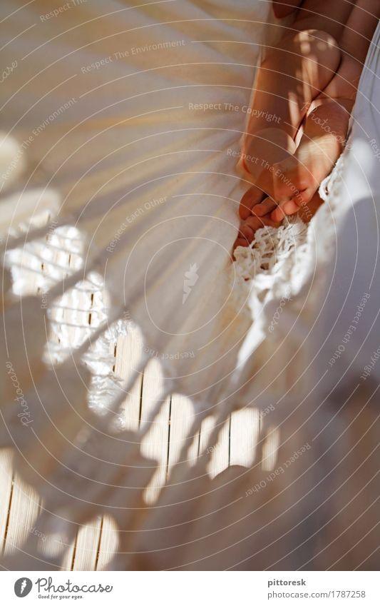 Freiheit Kunst Kunstwerk ästhetisch Gesäß nackt Nackte Haut Akt Weiblicher Akt Hängematte Pause liegen Erholung weich zart feminin Rücken Frau Erotik heiß Fuß