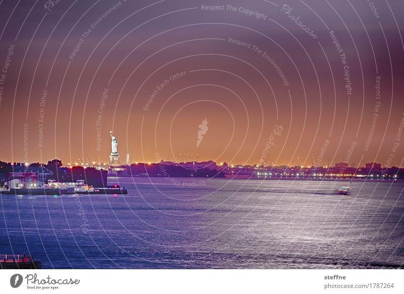 I've been looking for freedom Sehenswürdigkeit Wahrzeichen Freiheitsstatue Bekanntheit New York City Symbole & Metaphern Langzeitbelichtung Nachtaufnahme Wasser