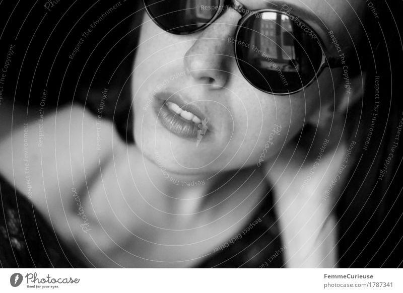 Sonnenbrille_1787341 Mensch Frau Jugendliche schön Junge Frau Hand 18-30 Jahre Gesicht Erwachsene Lifestyle feminin Stil Kopf elegant offen Kraft