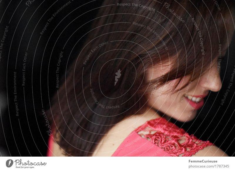 Haar_1787345 elegant Stil schön feminin Junge Frau Jugendliche Erwachsene Mensch 18-30 Jahre glatte Haare Rücken Schulter rückenfrei Spitze Spitzenkleid rosa